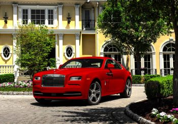 Rolls-Royce цвета «феррари»