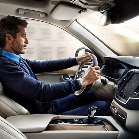 Volvo Cars расширяет функционал комплекса систем безопасности IntelliSafe для ранее произведённых автомобилей
