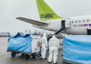 airBaltic доставила в Латвию маски для лица и респираторы
