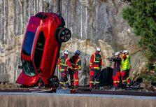 Volvo Cars сбрасывает новые автомобили с 30-метровой высоты