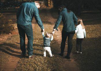Tele2 выделит почти 100 000 евро для укрепления латвийских семей