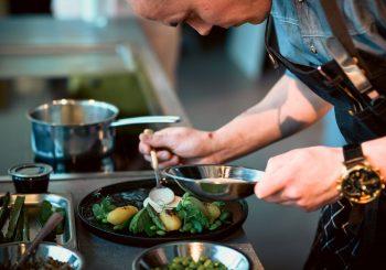 Рижане издадут крупнейшую в Балтии кулинарную книгу от ведущих шефов региона