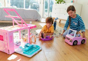 Игры с куклами позволяют детям развивать эмпатию и навыки социального взаимодействия