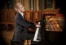 Антон Роспутько даст концерт в двух городах Латвии