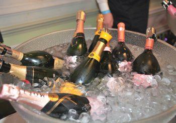 Когда шампанское льется рекой