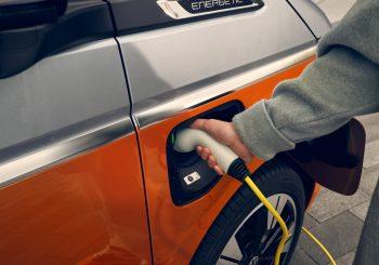 Volkswagen начинает предварительные продажи нового Multivan