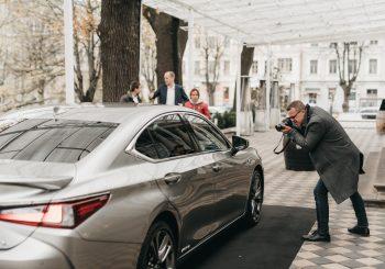 Lexus ES седьмого поколения показал рижанам свое «лицо»