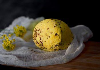 Янов сыр домашнего приготовления и пирог с ревенем на праздник Лиго