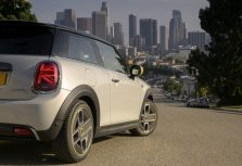 Новый электромобиль MINI Cooper SE — уже скоро и в Латвии