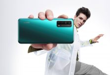 Самые необычные приложения в нашем телефоне: от фейковой переписки до лазеров