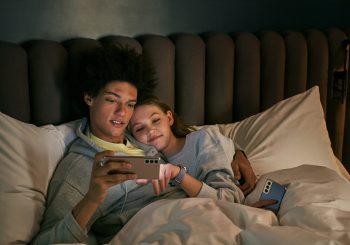Ученые объяснили бесцельное зависание в телефоне перед сном – так мы мстим сами себе