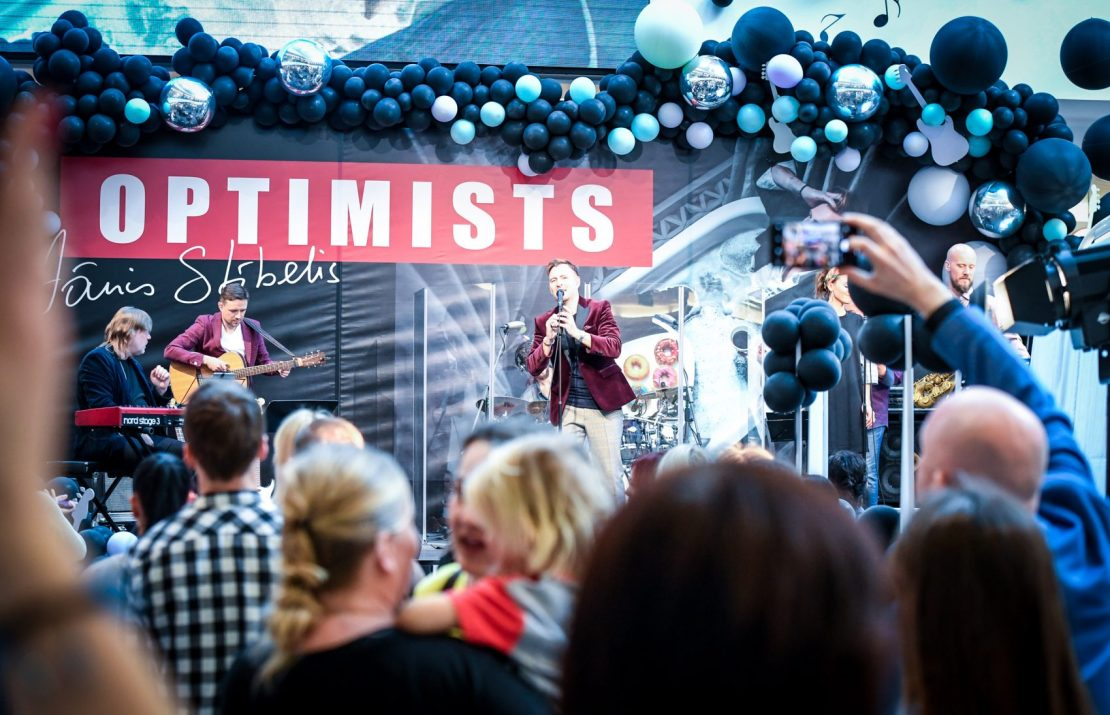 Оптимист Янис Стибелис презентовал новый сольный альбом и видиоклип, записанный в медучреждении