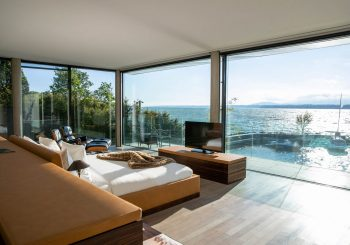 Гостей La Villa du Lac приглашают сыграть в гольф с видом на Женевское озеро