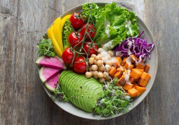 Авокадо нужен сок лимона, брокколи – воздух: ценные советы по хранению и приготовлению продуктов