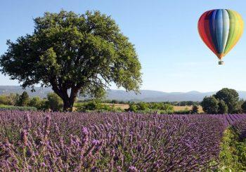 Средневековые пещеры, аббатство и каньоны с охрой: весенние прогулки с Airelles Gordes, la Bastide