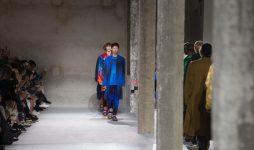 Dries Van Noten представил коллаборацию с фондом легендарного архитектора Вернера Пантона